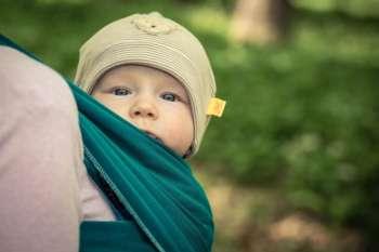 Ein Baby will getragen sein