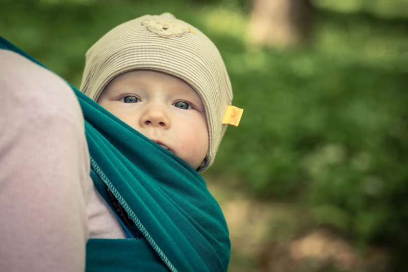 Ein Baby will getragen sein - Bild 1368289798