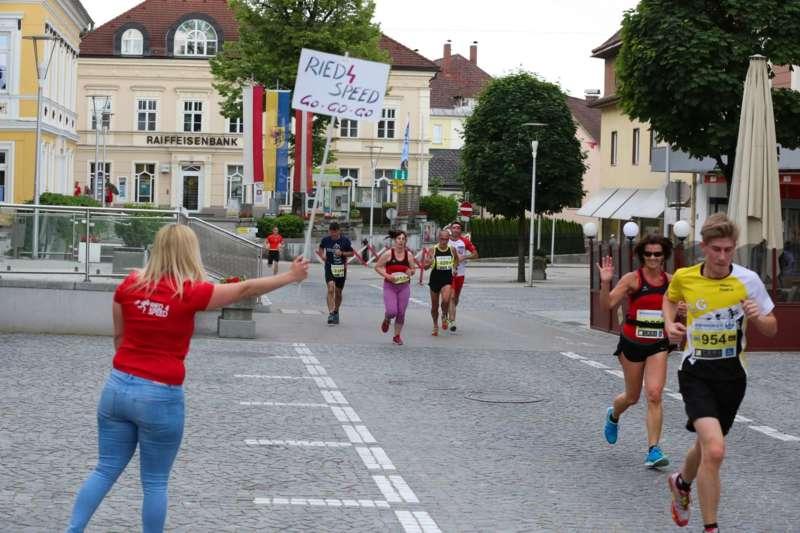 Baierl und Tripolt siegen beim 19. Kirchdorfer Stadtlauf - Bild 80