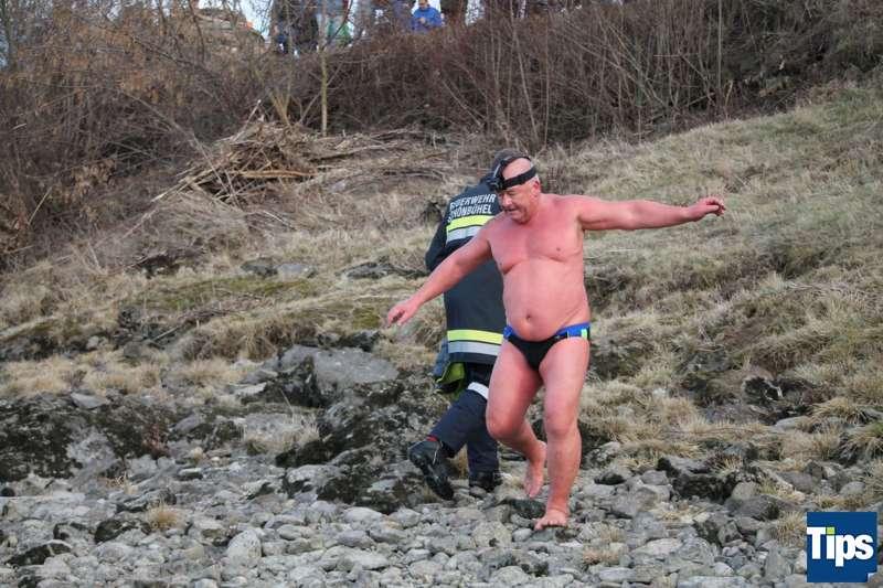 Sie haben es wieder getan: Eisschwimmer wagten sich bei Schönbühel in die Donau - Bild 4