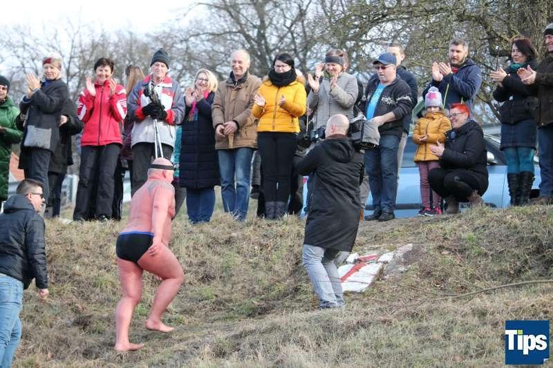 Sie haben es wieder getan: Eisschwimmer wagten sich bei Schönbühel in die Donau - Bild 5