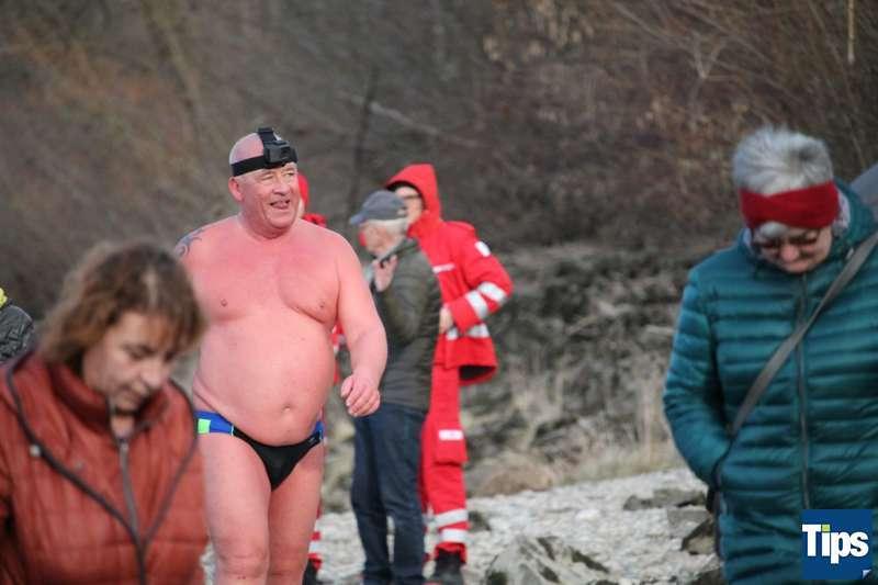 Sie haben es wieder getan: Eisschwimmer wagten sich bei Schönbühel in die Donau - Bild 6