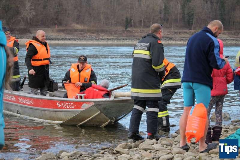 Sie haben es wieder getan: Eisschwimmer wagten sich bei Schönbühel in die Donau - Bild 7