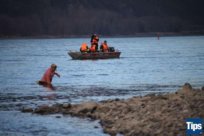 Sie haben es wieder getan: Eisschwimmer wagten sich bei Schönbühel in die Donau - Bild 10