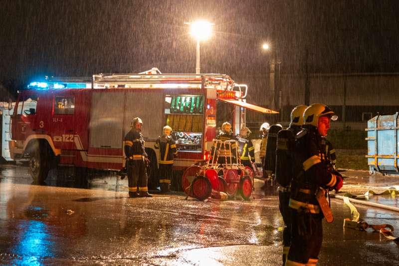Brand bei Abfallunternehmen in Traun  - Bild 8
