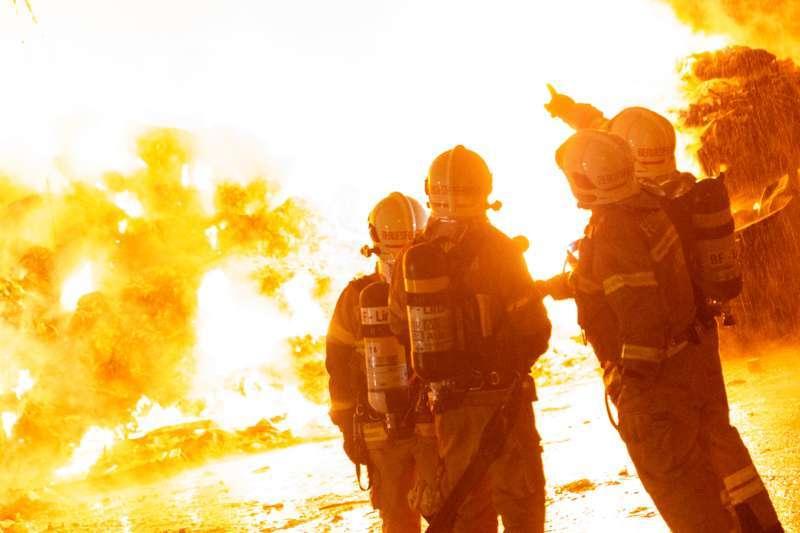 Brand bei Abfallunternehmen in Traun  - Bild 16