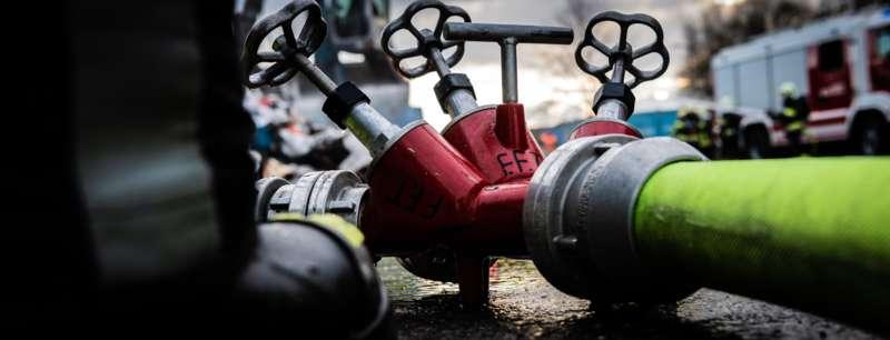 Brand bei Abfallunternehmen in Traun  - Bild 18