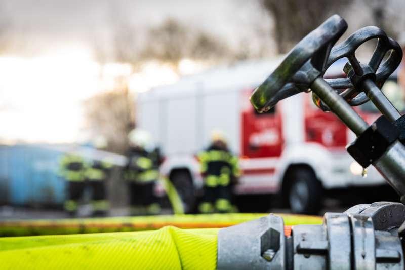 Brand bei Abfallunternehmen in Traun  - Bild 20