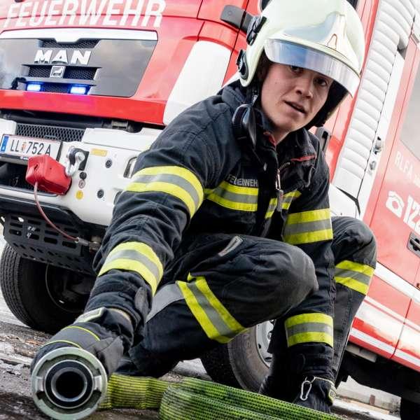Brand bei Abfallunternehmen in Traun  - Bild 22