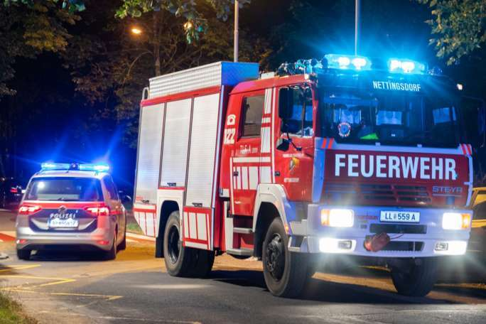 Papiercontainer in Ansfelden in Brand geraten