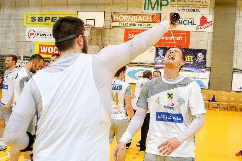 Linzer Handballer schaffen Klassenerhalt in Verlängerung - Bild 65