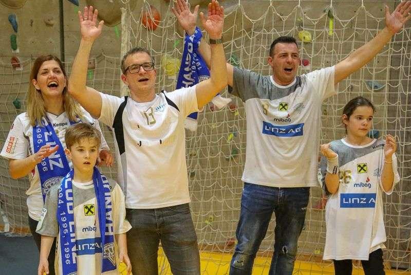 Linzer Handballer schaffen Klassenerhalt in Verlängerung - Bild 111