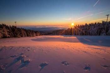 Skifahren bei Sonnenaufgang am JAUerling