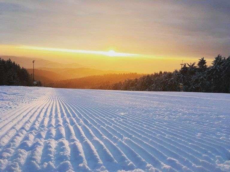 Skifahren bei Sonnenaufgang am JAUerling - Bild 2