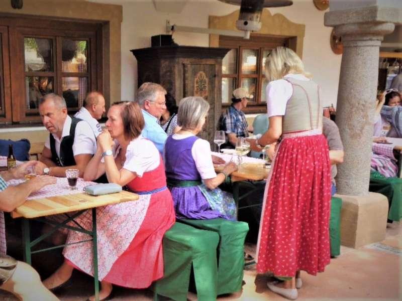 Grünau im Almtal : Gelungener Genuss und Handwerksmarkt beim Hotel Almtalhof. - Bild 1