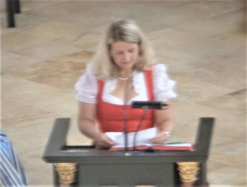 Grünau im Almtal : Der Kirchenchor bereicherte mit dem Gesang den Festgottesdienst der Ehejubiläen. - Bild 1