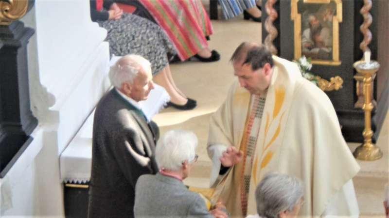 Grünau im Almtal : Der Kirchenchor bereicherte mit dem Gesang den Festgottesdienst der Ehejubiläen. - Bild 4