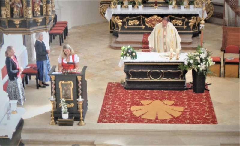 Grünau im Almtal : Der Kirchenchor bereicherte mit dem Gesang den Festgottesdienst der Ehejubiläen. - Bild 6