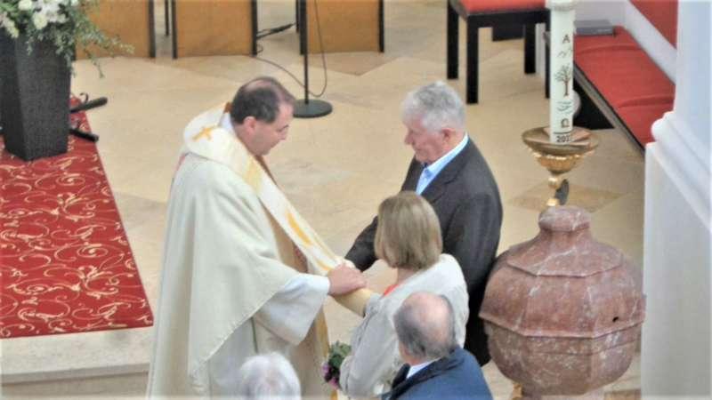 Grünau im Almtal : Der Kirchenchor bereicherte mit dem Gesang den Festgottesdienst der Ehejubiläen. - Bild 9