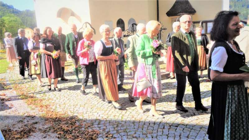 Grünau im Almtal : Der Kirchenchor bereicherte mit dem Gesang den Festgottesdienst der Ehejubiläen. - Bild 23
