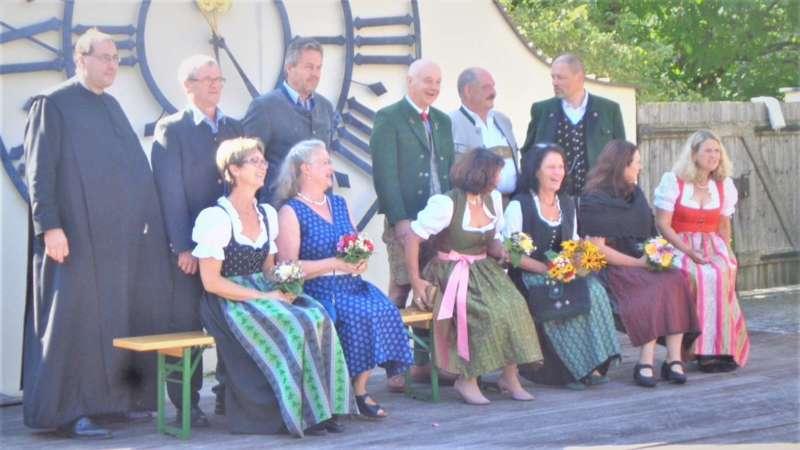Grünau im Almtal : Der Kirchenchor bereicherte mit dem Gesang den Festgottesdienst der Ehejubiläen. - Bild 25