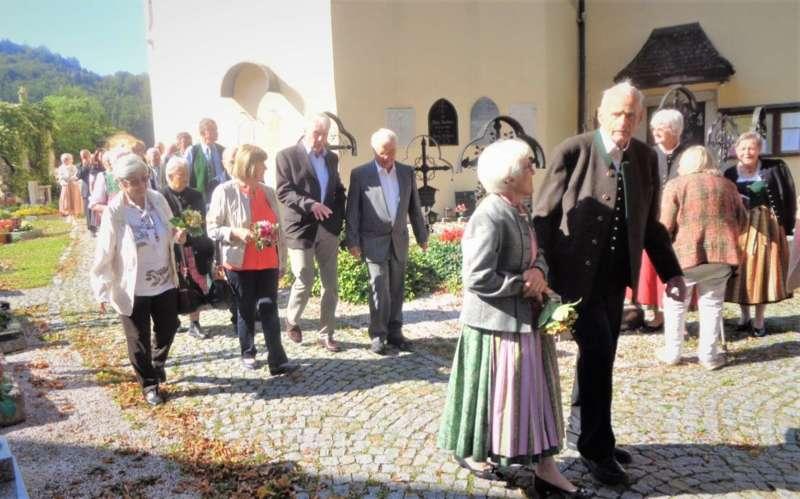 Grünau im Almtal : Der Kirchenchor bereicherte mit dem Gesang den Festgottesdienst der Ehejubiläen. - Bild 27