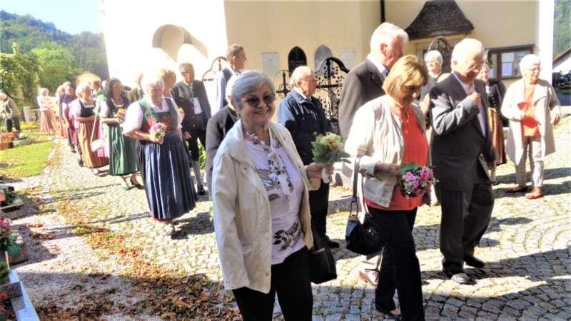 Grünau im Almtal : Der Kirchenchor bereicherte mit dem Gesang den Festgottesdienst der Ehejubiläen. - Bild 32