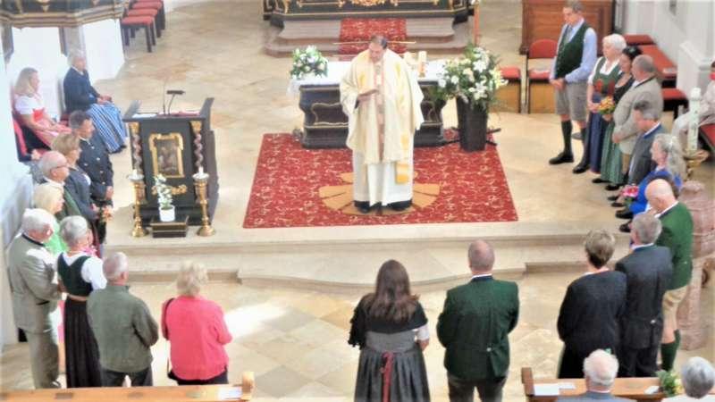 Grünau im Almtal : Der Kirchenchor bereicherte mit dem Gesang den Festgottesdienst der Ehejubiläen. - Bild 33