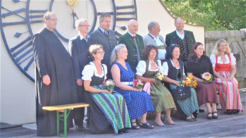Grünau im Almtal : Der Kirchenchor bereicherte mit dem Gesang den Festgottesdienst der Ehejubiläen. - Bild 36