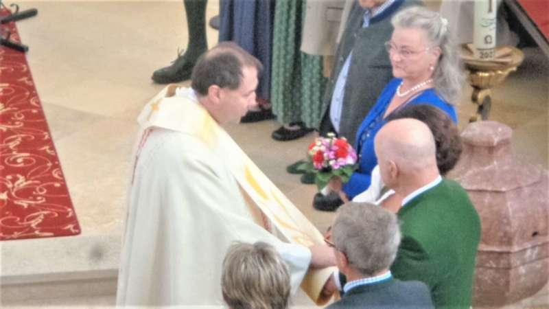 Grünau im Almtal : Der Kirchenchor bereicherte mit dem Gesang den Festgottesdienst der Ehejubiläen. - Bild 39