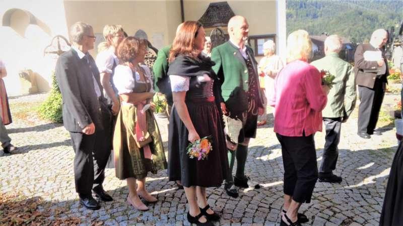 Grünau im Almtal : Der Kirchenchor bereicherte mit dem Gesang den Festgottesdienst der Ehejubiläen. - Bild 41