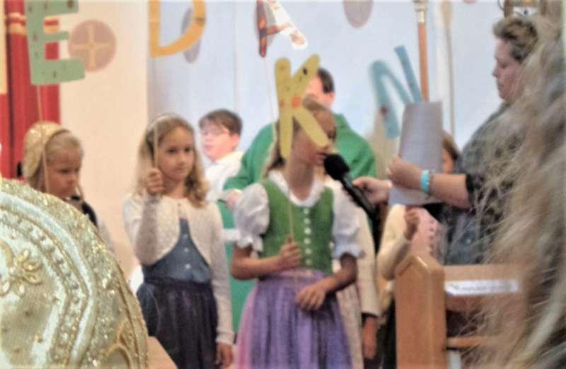 St. Konrad : Der Kirchenchor und Schüler der VS - St. Konrad umrahmten das Erntedankfest. - Bild 2