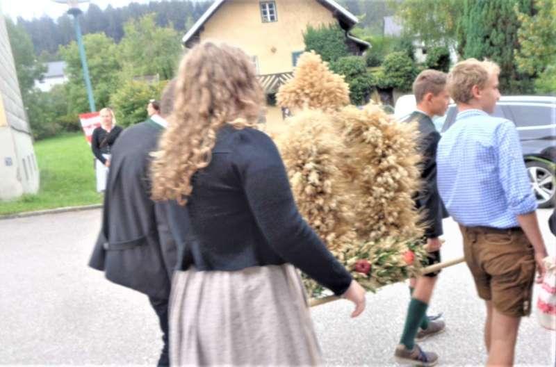 St. Konrad : Der Kirchenchor und Schüler der VS - St. Konrad umrahmten das Erntedankfest. - Bild 3