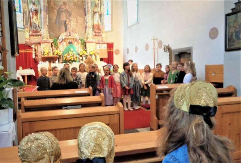 St. Konrad : Der Kirchenchor und Schüler der VS - St. Konrad umrahmten das Erntedankfest. - Bild 11