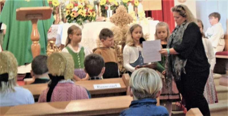 St. Konrad : Der Kirchenchor und Schüler der VS - St. Konrad umrahmten das Erntedankfest. - Bild 13