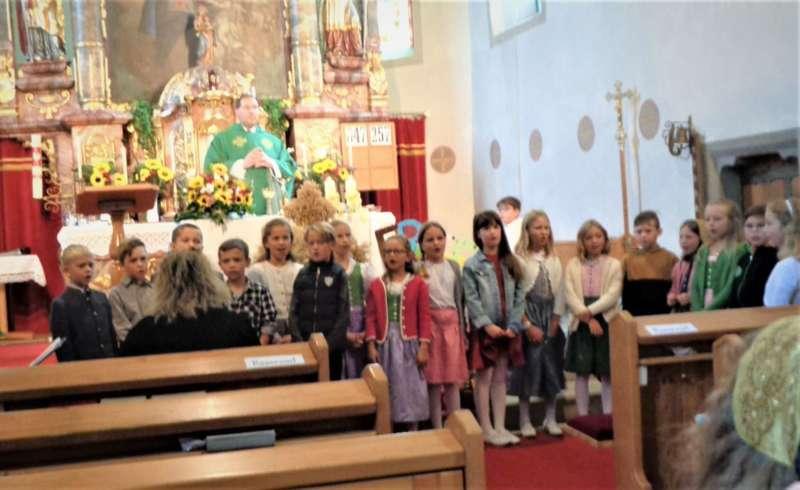 St. Konrad : Der Kirchenchor und Schüler der VS - St. Konrad umrahmten das Erntedankfest. - Bild 17