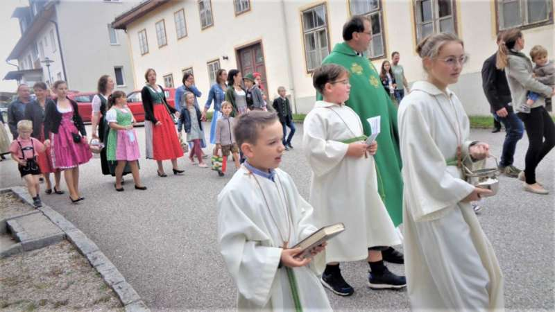 St. Konrad : Der Kirchenchor und Schüler der VS - St. Konrad umrahmten das Erntedankfest. - Bild 19