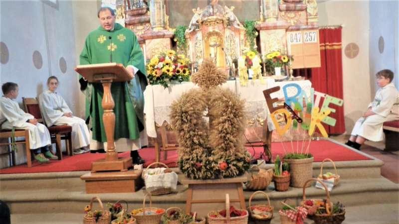 St. Konrad : Der Kirchenchor und Schüler der VS - St. Konrad umrahmten das Erntedankfest. - Bild 26