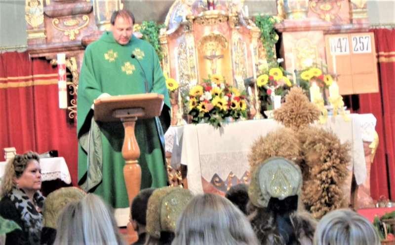 St. Konrad : Der Kirchenchor und Schüler der VS - St. Konrad umrahmten das Erntedankfest. - Bild 27