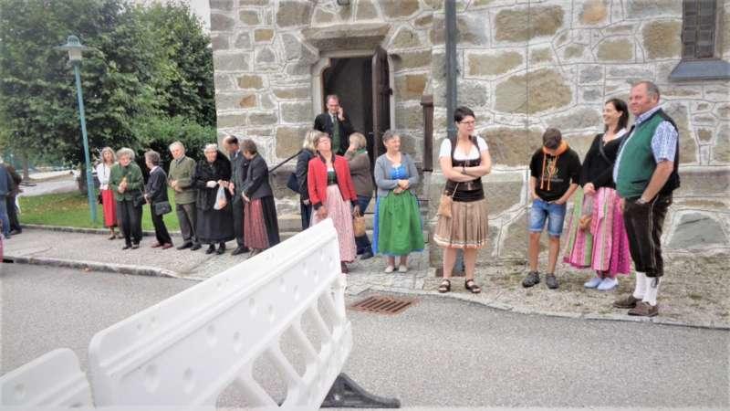 St. Konrad : Der Kirchenchor und Schüler der VS - St. Konrad umrahmten das Erntedankfest. - Bild 28