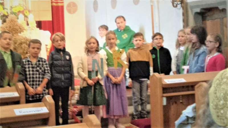 St. Konrad : Der Kirchenchor und Schüler der VS - St. Konrad umrahmten das Erntedankfest. - Bild 29