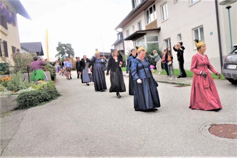 St. Konrad : Der Kirchenchor und Schüler der VS - St. Konrad umrahmten das Erntedankfest. - Bild 34