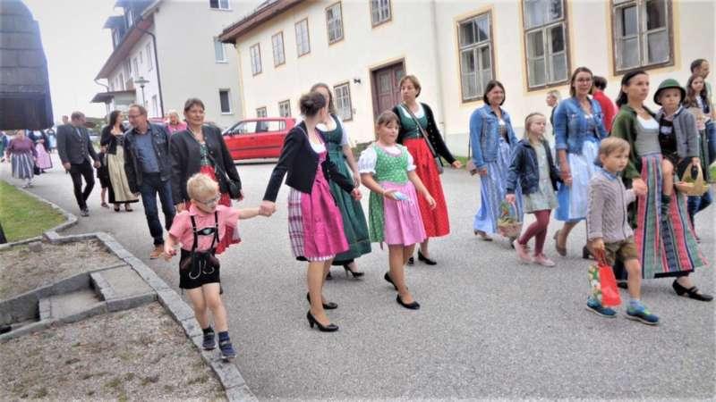St. Konrad : Der Kirchenchor und Schüler der VS - St. Konrad umrahmten das Erntedankfest. - Bild 37