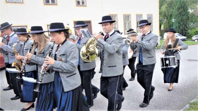 St. Konrad : Der Kirchenchor und Schüler der VS - St. Konrad umrahmten das Erntedankfest. - Bild 38