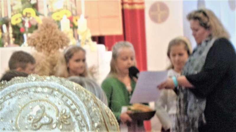 St. Konrad : Der Kirchenchor und Schüler der VS - St. Konrad umrahmten das Erntedankfest. - Bild 40