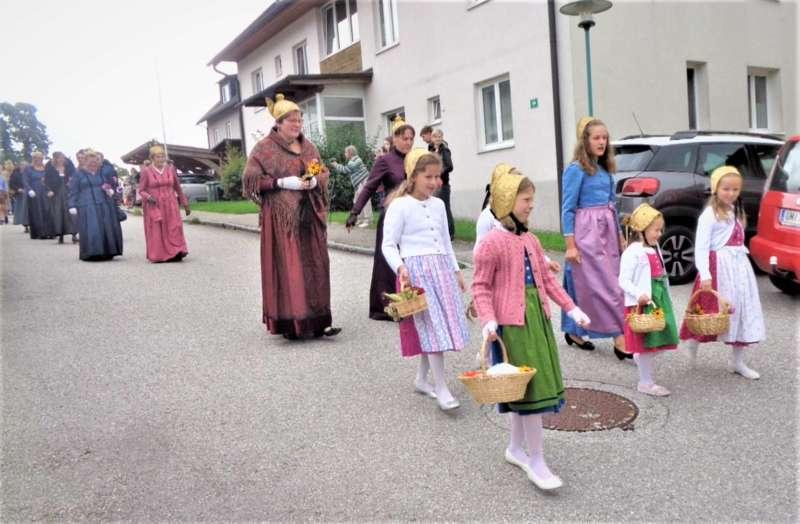 St. Konrad : Der Kirchenchor und Schüler der VS - St. Konrad umrahmten das Erntedankfest. - Bild 41