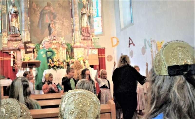 St. Konrad : Der Kirchenchor und Schüler der VS - St. Konrad umrahmten das Erntedankfest. - Bild 43