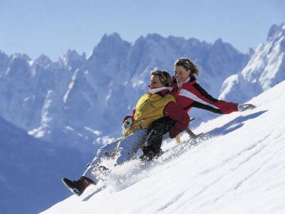 Lustige Alternative Zum Skifahren Rodeln Natur Pur