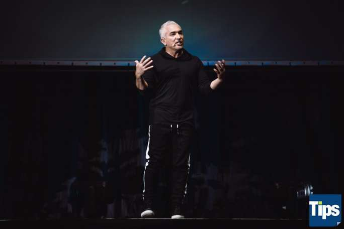 "Cesar Millan - ""It´s all about family"""