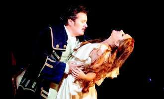 "Star Movie Regau zeigt Anna Netrebko live in Oper ""Adriana Lecouvreur"" aus New York"